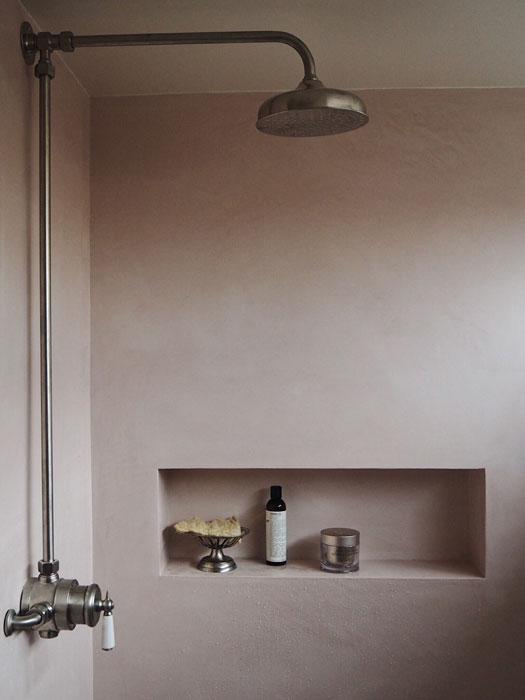 12-ways-to-make-bathroom-feel-bigger